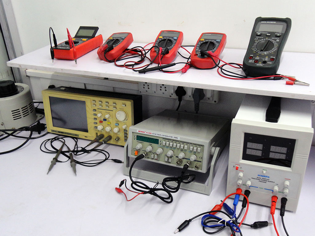 Electronic Instruments And Tools : Iquester solutions llp